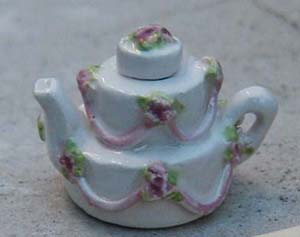 FANCY CAKE TEAPOT