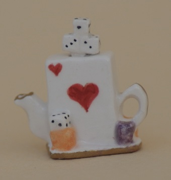PLAYING CARD TEAPOT