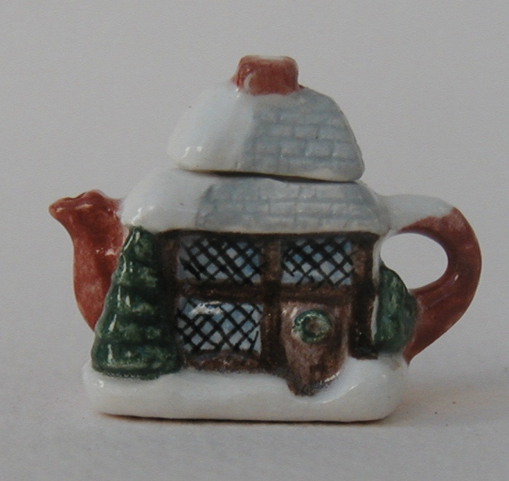 YULE COTTAGE TEAPOT